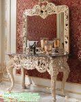 Meja Hias Ruang Tamu Desain Klasik