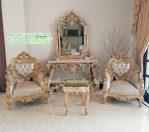 Set Meja Hias Ruang Tamu dengan Kursi Klasik